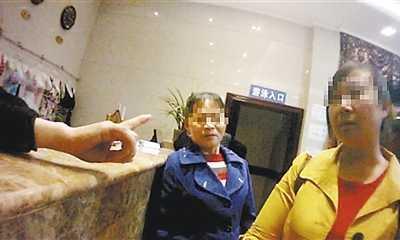 武汉站街女 女子进客房发现有陌生人洗澡