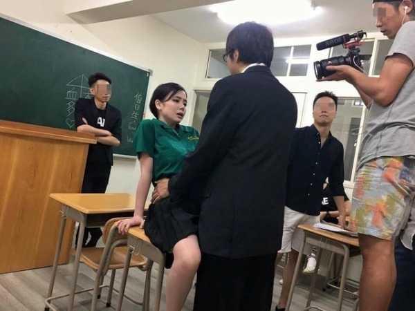 日本AV教室激戰H奶女優竟穿「北一女制服」露內褲 av暴雨系列