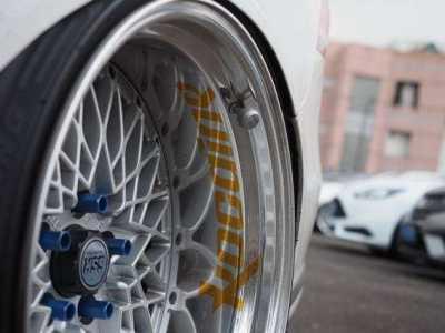 汽车车轮发热 汽车前轮毂发烫是什么原因