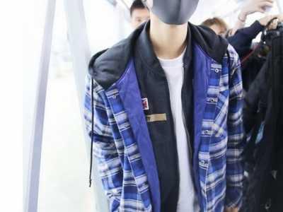 王俊凯在机场大喊千玺 二哥可爱易烊千玺酷帅