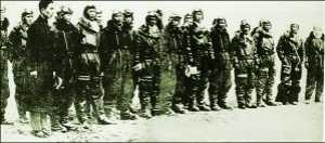 日本二战飞行员服装 日本飞行员真的是被绑在座椅上参加战斗吗