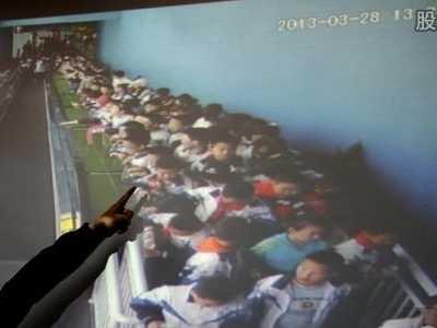 小学生踩踏事件图 学生缺乏安全意识校园安全成社会的痛