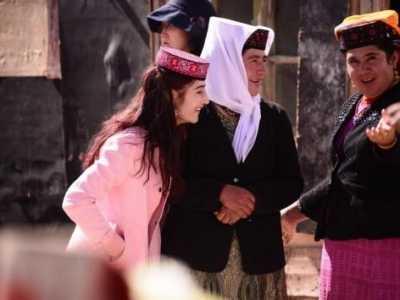 塔吉克人 任何一个女人都很美