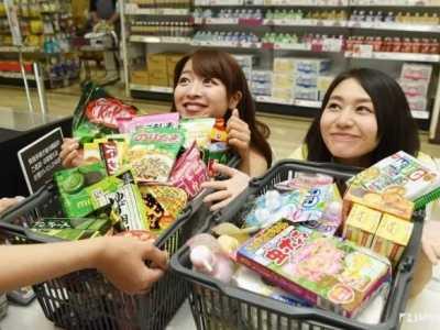 日本巧克力球 巧克力球里面竟然有颗真草莓