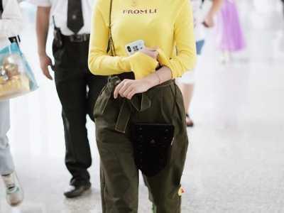陈意涵唱小黄人笑死 陈意涵穿黄色长袖体恤化身小黄人