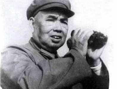 许世友为何带着一套《红楼梦》去指挥对越反击战 许世友对越反击战回国