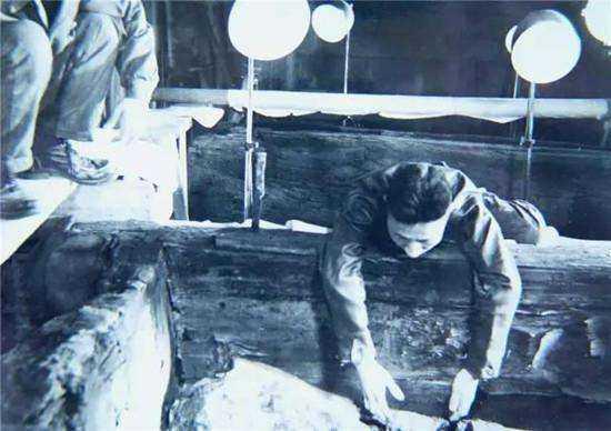 中国考古史上第一悲剧 郭沫若照片